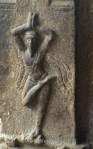 Yogi sur pierre